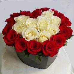 Love Box rose rosse e bianche scatola a cuore