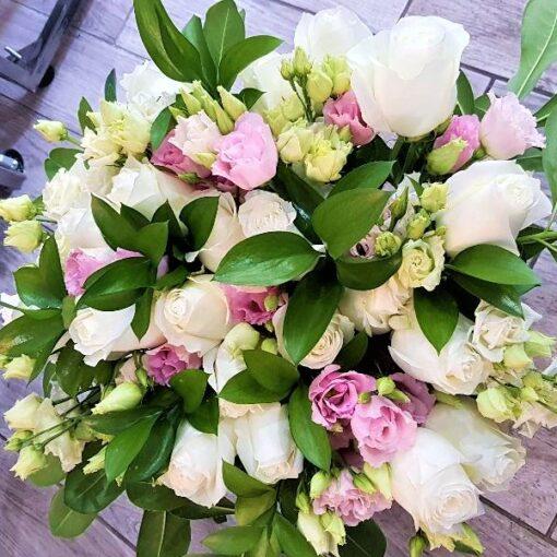 Bali rose bianche e lisianthus