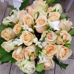 Los Angeles bouquet di rose chiare