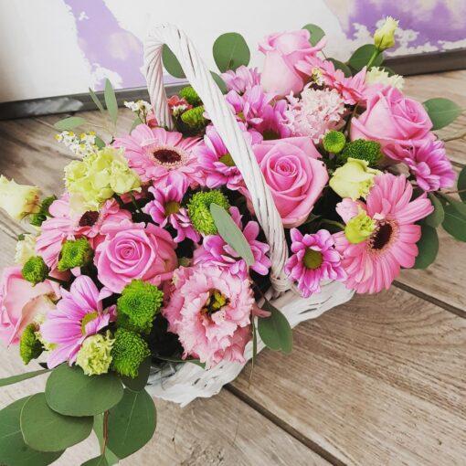 Palermo composizione in cesto di fiori misti rosa