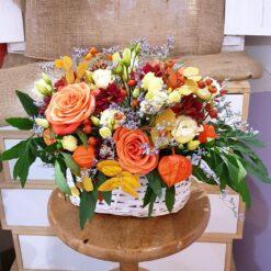 Mantova cestino di fiori con rose arancio